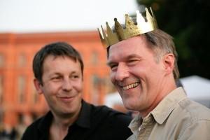 Ralph Boes (r) mit Daniel Häni beim Besuch der Krönungswelle in Berlin (Foto © Stefan Pangritz)